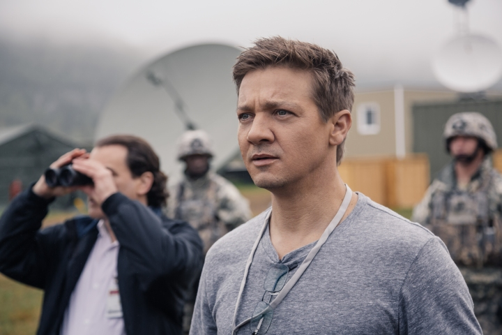 Jeremy Renner as Ian Donnelly in Arrival by Paramount Pictures.