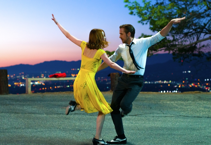 Emma Stone and Ryan Gosling dance the dusk away in La La Land (2016). Image courtesy of Lionsgate.