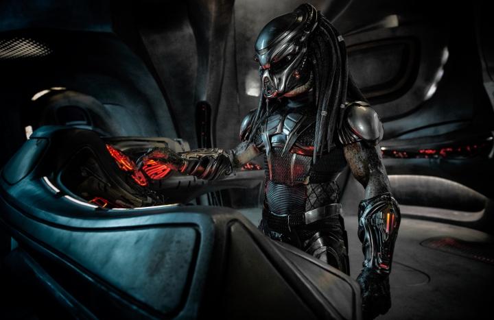 image film still predator 2018 alien