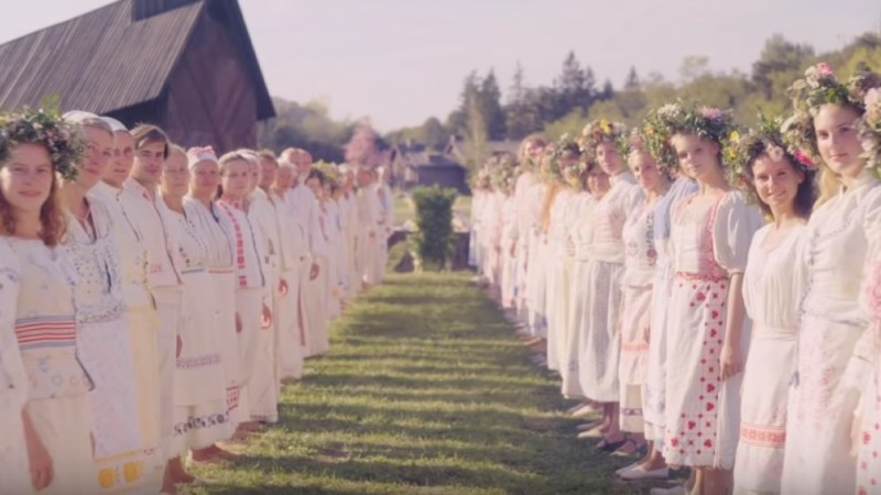 Midsommar film group still